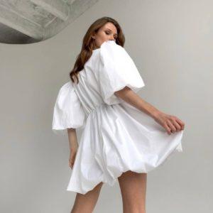 Приобрести белого цвета онлайн платье с пышными рукавами и юбкой для женщин