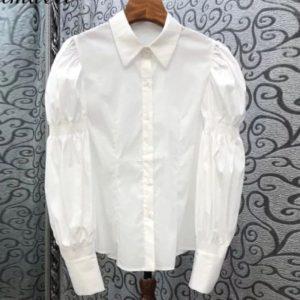 Заказать по скидке женскую белую рубашку с длинными рукавами-колокольчикамирубашку с длинными рукавами-колокольчиками