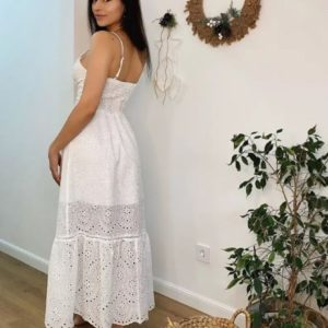 Заказать выгодно белого цвета женский летний сарафан из прошвы с разрезом
