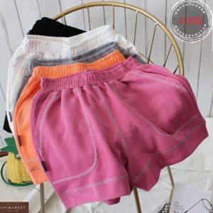 Купить онлайн женские шорты с контрастной отделкой цвета малина, белый, черный, оранж