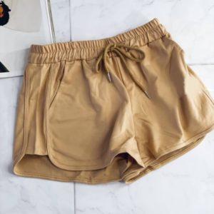 Купить онлайн бежевого цвета летние шорты из трикотажа для женщин