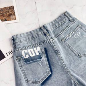Приобрести по скидке женские джинсовые шорты с вырезом на кармане голубые