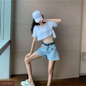 Купить по скидке голубые женские джинсовые шорты с акцентом на кармане