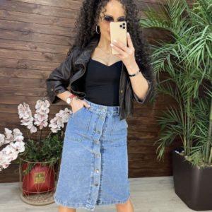 Заказать недорого джинсовую юбку трапеция длины миди на пуговицах для женщин голубую