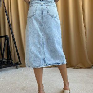 Заказать женскую джинсовую голубую юбку миди с асимметрией дешево