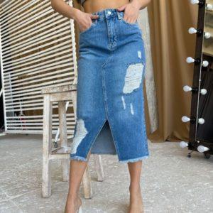 Заказать онлайн синюю джинсовую юбку миди с потертостями для женщин