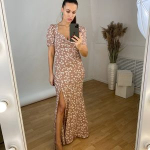 заказать платье в бежевом цвете с цветочным принтом по распродаже от магазине Unimarket
