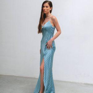 заказать голубое женское платье с разрезом на ноге из шёлка по скидке