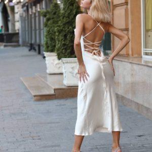 женское вечернее платье из шёлка белого цвета по акционной цене в магазине Unimarket