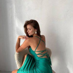купить летнее приталенное платье из шёлка изумрудного цвета недорого