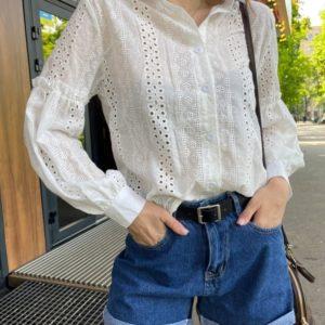 Купить по скидке белую рубашку из прошвы с объемными рукавами для женщин