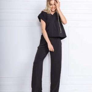 Заказать черный женский костюм с футболкой с подплечниками онлайн