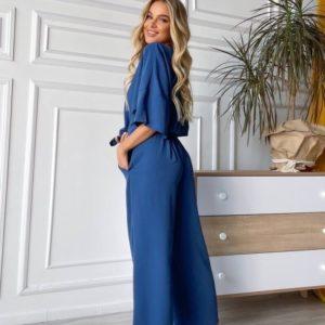 Купить по скидке женский летний костюм свободного кроя синего цвета