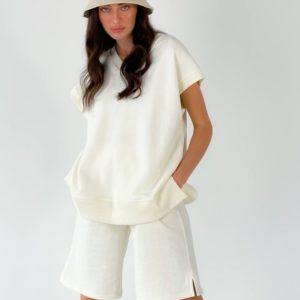 Купить женский онлайн костюм: жилет и шорты цвета молоко