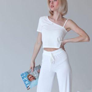 Купить в интернете белого цвета трикотажный костюм с топом на одно плечо для женщин
