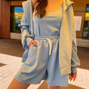 Заказать голубой женский костюм тройка с шортами по скидке