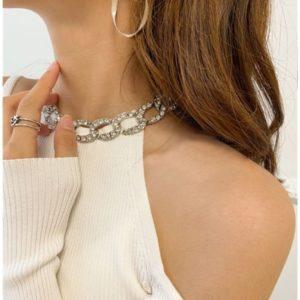 Купити дешево жіночу кофту з прикрасою і відкритими плечима білого кольору