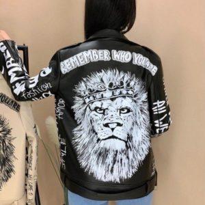 Приобрести недорого черную принтованную косуху со львом на спине для женщин