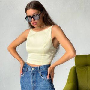 Купить по скидке бежевую шелковую майку с открытой спиной для женщин