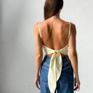 Приобрести недорого бежевую шелковую майку с открытой спиной для женщин