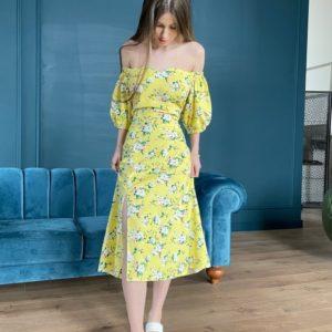 Купить онлайн желтое льняное платье в цветочный принт с открытыми плечами (размер 42-52) для женщин