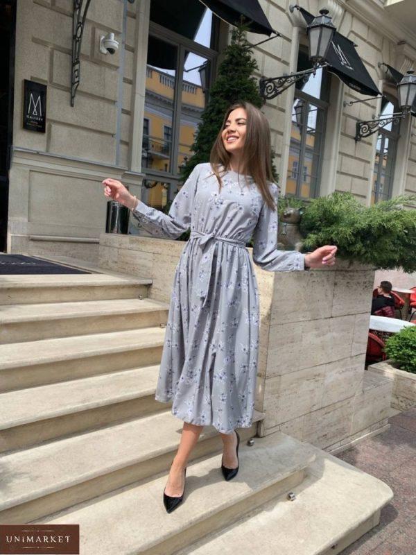 Купить онлайн серое женское платье миди с принтом