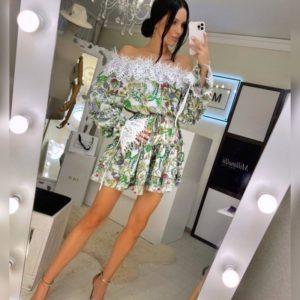 Купить по скидке женское платье с открытыми плечами из принтованного шелка зеленого цвета