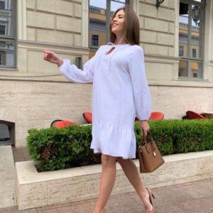 Заказать онлайн женское свободное платье из муслина белого цвета