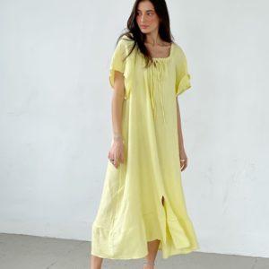 Купить по скидке женское летнее свободное платье с открытыми плечами желтого цвета