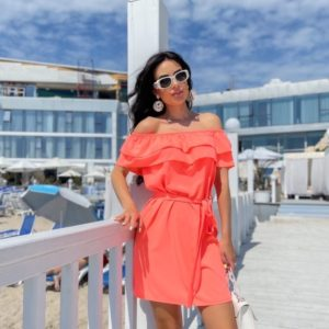 Купить оранжевое женское платье с рюшами и открытыми плечами (размер 42-48) по скидке