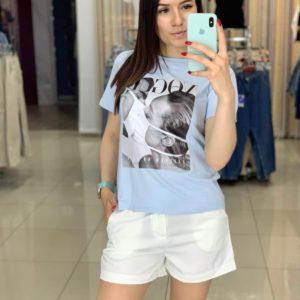 Приобрести голубую женскую футболку с современным принтом в Украине