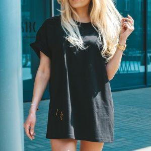 Купить по скидке черную удлиненную однотонную футболку недорого