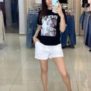 Заказать в интернете черную футболку с современным принтом для женщин