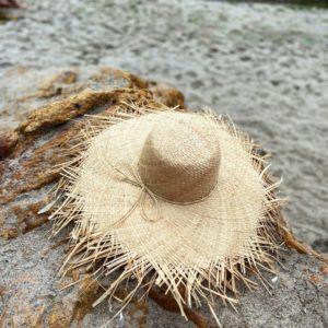 Купить выгодно женскую соломенную плетёную шляпу бежевую