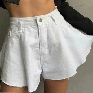 Купить недорого белые джинсовые шорты клеш с необработанным краем для женщин
