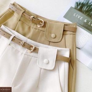 Заказать онлайн белые, беж шорты из креп-костюмки с поясом для женщин