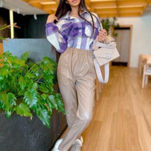 Купить недорого бежевые штаны из эко кожи с карманами для женщин