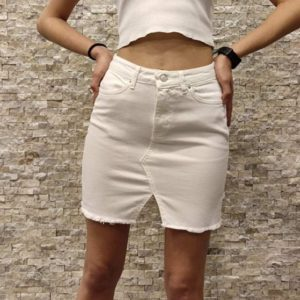 Купить по скидке белую юбку джинсовую с вырезом для женщин