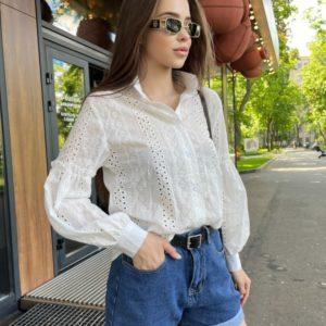 Купить женскую рубашку из прошвы с объемными рукавами белого цвета в Украине