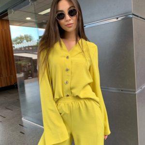Заказать желтую женскую блузку с золотыми пуговицами без воротника недорого