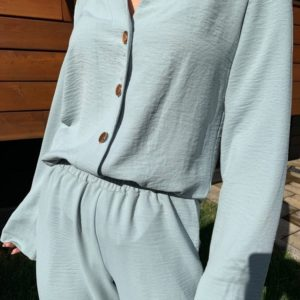 Купить блузку с золотыми пуговицами недорого без воротника для женщин оливка