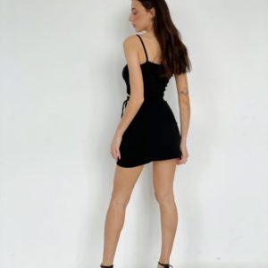 Купить по скидке женский костюм: топ на бретельках + юбка мини черного цвета
