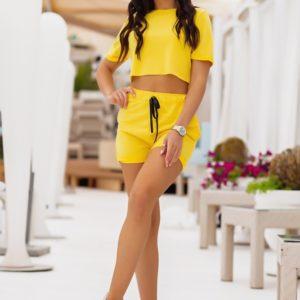 Приобрести желтый женский летний костюм с шортами и футболкой по низким ценам