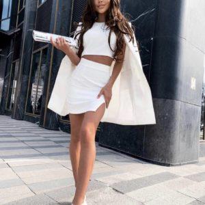 заказать женский костюм тройку с топом и пиджаком белого цвета со скидкой от магазина Unimarket