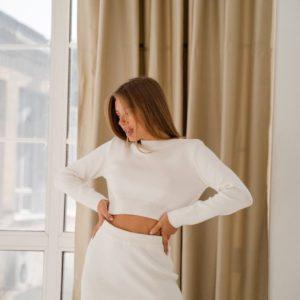 заказать летний женский костюм с юбкой и кофтой цвета молого по низкой цене