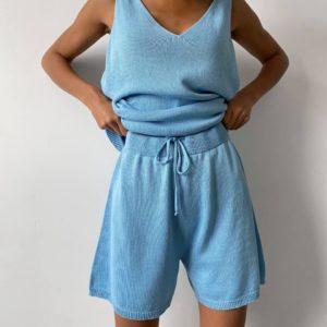 приобрести женский летний костюм двойку с шортами на шнурке в голубом цвете недорого