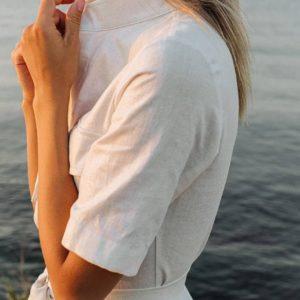 приобрести женскую рубашку с поясом из льна недорого онлайн
