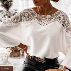 Заказать белую женскую свободную блузку с кружевом по скидке