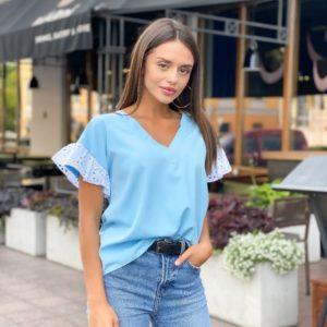 Заказать голубую блузу с рукавами из прошвы для женщин в Украине
