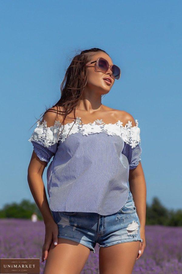 Заказать женскую синюю блузку в мелкую полоску с открытыми плечами (размер 42-48) по скидке